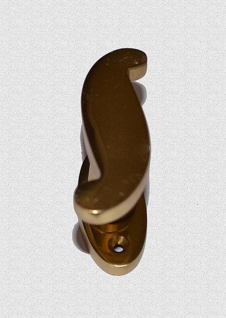 Ручка оконная S-образная на эллипсном основании, арт: 03-026