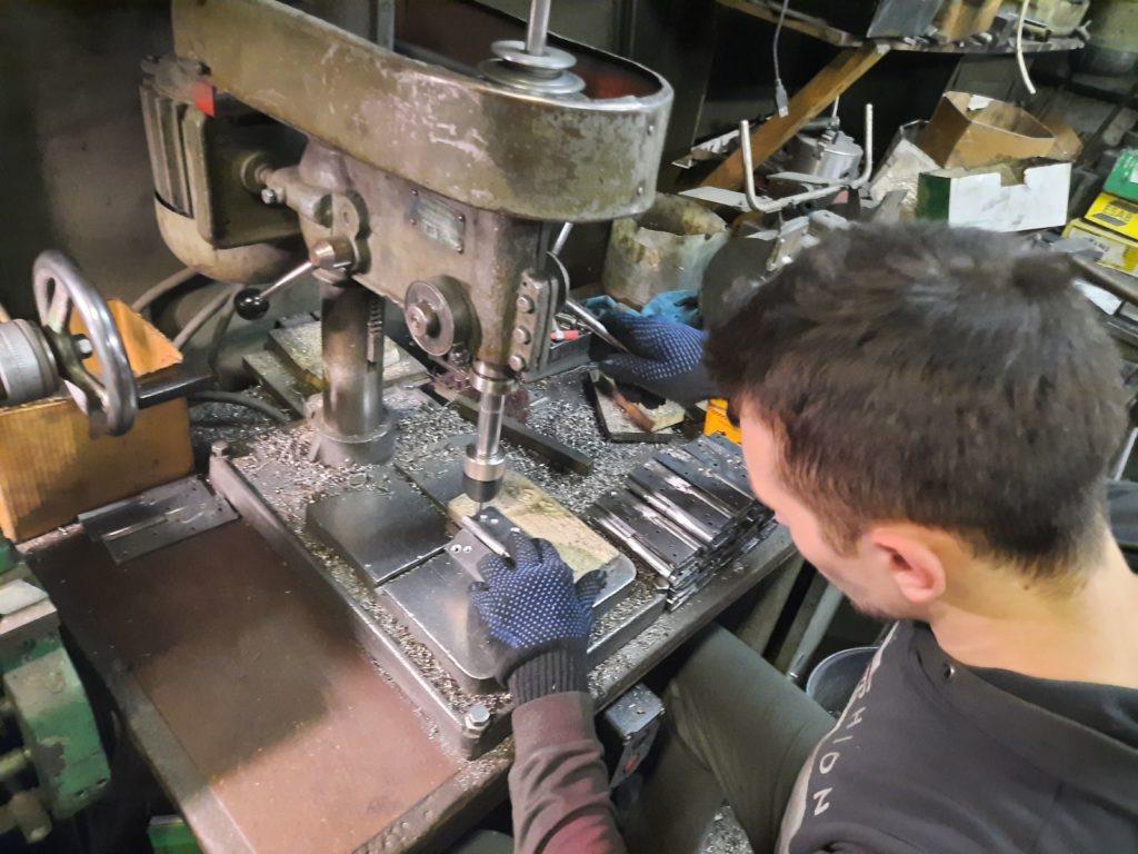 Производство дверных петель