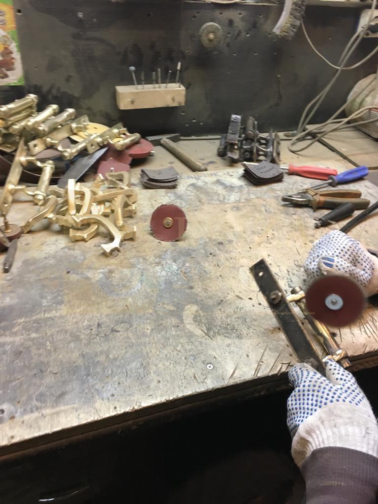 Реставрация исторических ручек и шпингалетов